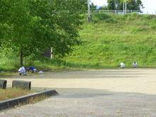 技術研究所 会社前の公園清掃の様子