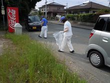 九州エフ・シー・シー 近隣住宅地のゴミ拾いの様子