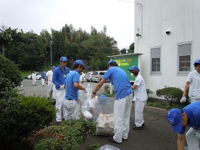 参加者が回収したゴミを持ち寄り分別実施