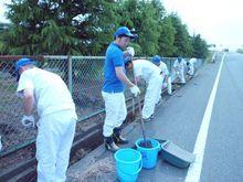 天竜工場 参加者全員で外周道路の側溝をきれいにしました