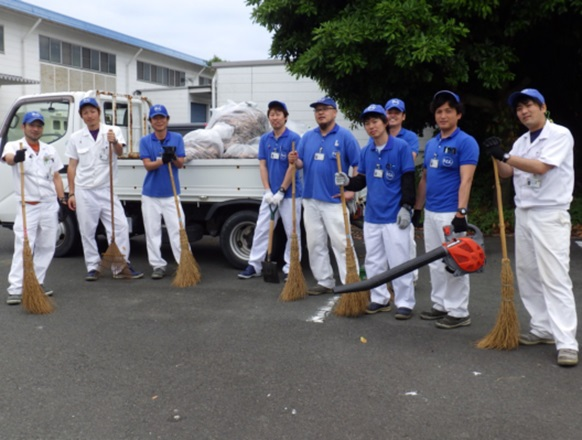 浜北工場/浜北工場第二製造課 落ち葉拾いや草刈り、ゴミ拾いをしました