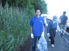 草陰に隠れたゴミも回収しました