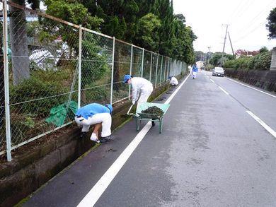ゴミ拾いと側溝清掃おつかれさまでした!
