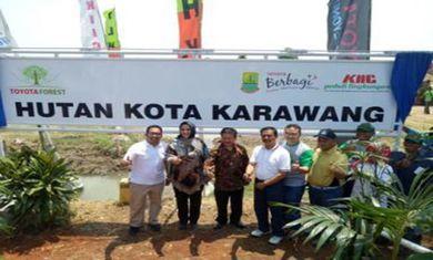 カラワン工業団地主催の植樹活動にて市長と