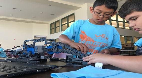 F.C.C. インディアナ(アメリカ)          ロボット工学授業開催への支援