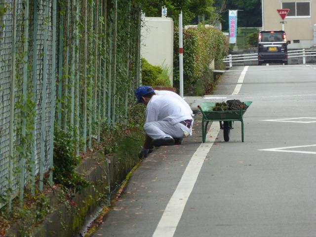 【九州F.C.C.】側溝掃除や近隣地域のゴミ拾いをしました