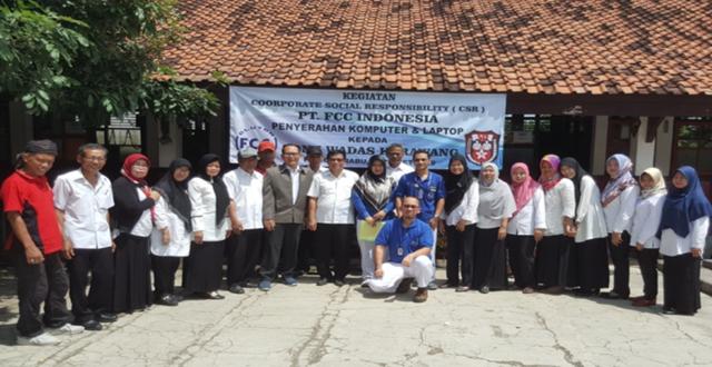 FCCインドネシア「地元小学校へパソコンを寄贈活動」