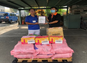 FCC台湾/中元節のお供え物を寄付